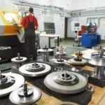 Jakie firmy korzystają z  usług związanych z obróbką metalu?